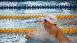 平泳ぎを始めました。。。